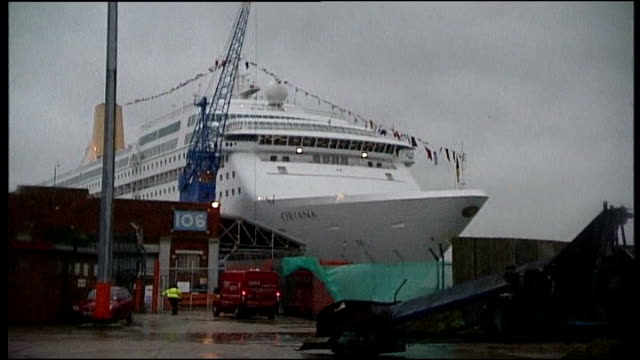 cruise ship oriana docks after trip hit by norovirus bug england hampshire southampton ext cruise liner oriana docked in port after returning from a... - southampton hampshire stock-videos und b-roll-filmmaterial