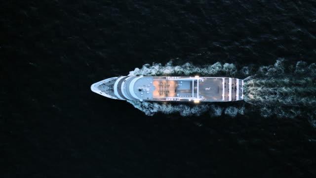 vídeos de stock, filmes e b-roll de cruise ship - navio cruzeiro