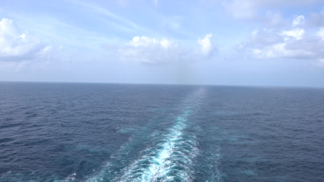 stockvideo's en b-roll-footage met het kielzog van het cruiseschip in middellandse zee - kielwater