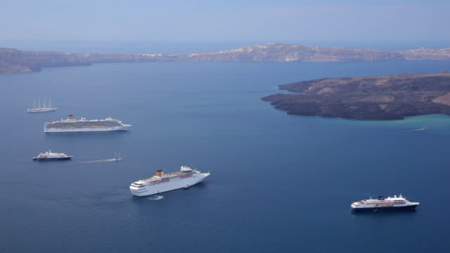 cruise ships - クルーズ船点の映像素材/bロール