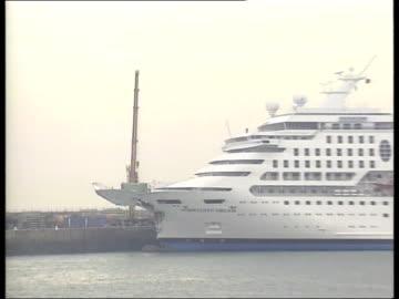 cruiseliner-cargo ship collision; lgv 'norwegian dream' cruiseliner moored at dock pull out tx 25.8.99/nn - 性感染症点の映像素材/bロール