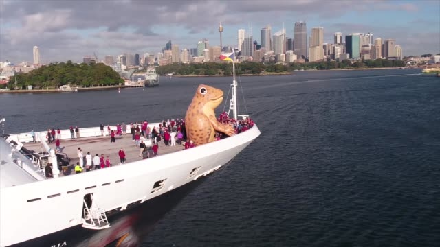 PO Cruises Australia's Pacific Aria arrives in Sydney with a cane toad inflatable attached to the bow on June 21 2017 in Sydney Australia Hundreds of...