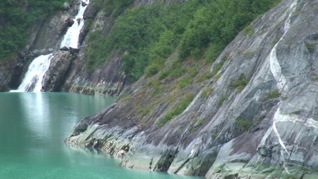 アラスカ海をクルージング - アラスカ点の映像素材/bロール