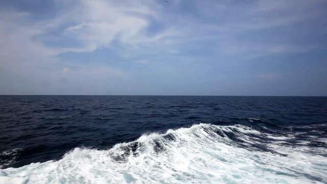 vídeos y material grabado en eventos de stock de crucero en el mar - pasear en coche sin destino