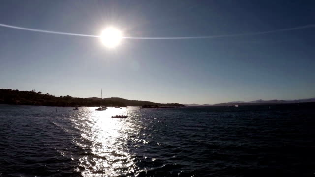 vidéos et rushes de les croisières au coucher du soleil en calanques région - activité de loisirs