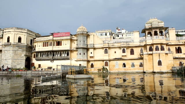 cruising lake pichola in udaipur india - dolly shot stock videos & royalty-free footage