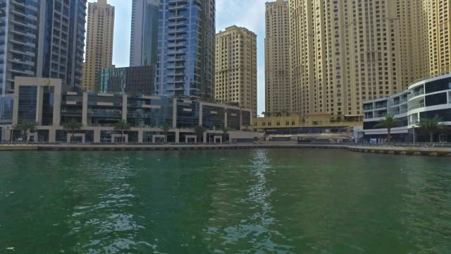 vídeos de stock e filmes b-roll de cruising on channel of dubai marina - pjphoto69