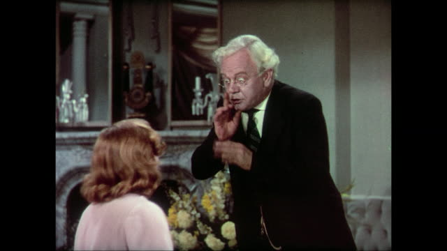 vidéos et rushes de 1937 crying and upset woman (carole lombard) whines and complains to silent doctor (charles winninger) - silence