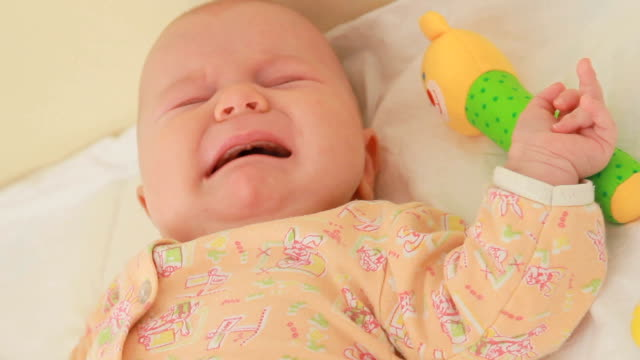 crying baby - hygiene stock-videos und b-roll-filmmaterial