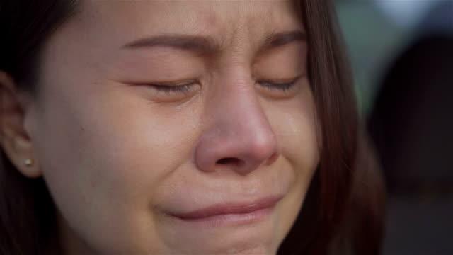 泣いている女の子。 - 表す点の映像素材/bロール