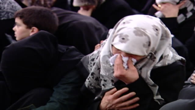 vídeos de stock e filmes b-roll de crying shiite women during ashura, which is a mourning rite commemorating the death of hussain ibn ali. women are segregated from men in the majlis. - religião