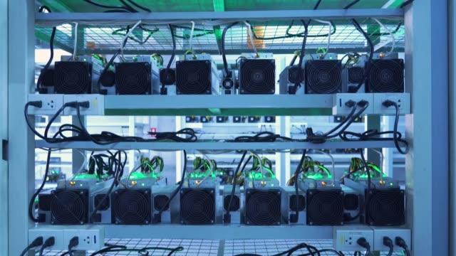 stockvideo's en b-roll-footage met cryptocurrency mijnbouw machine - ketting