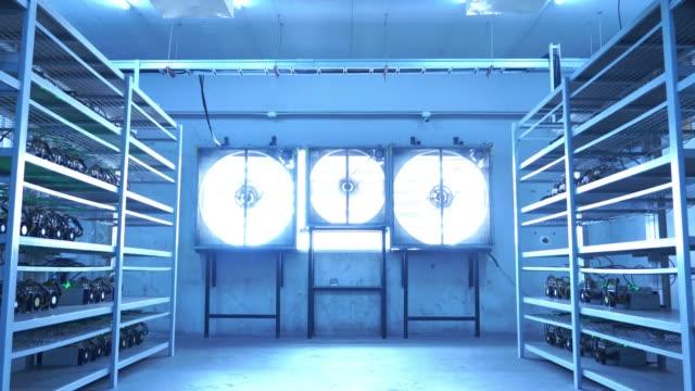 stockvideo's en b-roll-footage met cryptocurrency mijnbouw machine - mining