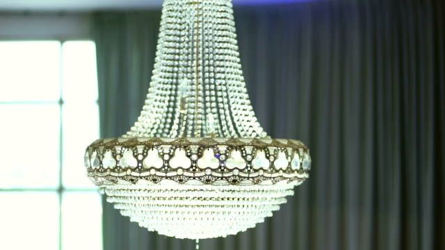 crystal chandelier in the room. - lampada elettrica video stock e b–roll