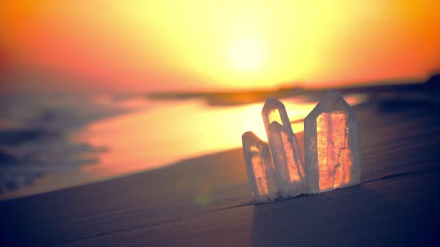 stockvideo's en b-roll-footage met kristalhelder. spirituele strand zonsondergang - kleine groep dingen