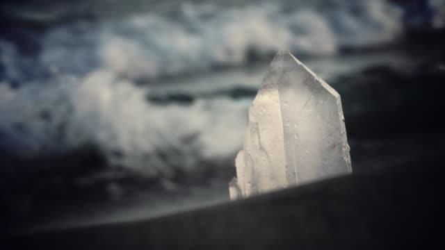 vidéos et rushes de limpide. plage spirituelle - minéraux