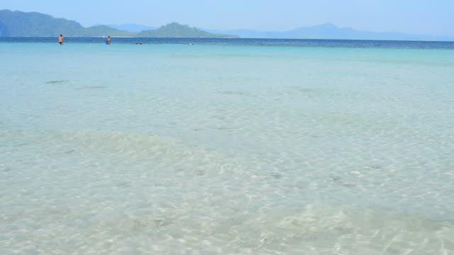 kristallklarem wasser auf paradis'island beach  - cay insel stock-videos und b-roll-filmmaterial