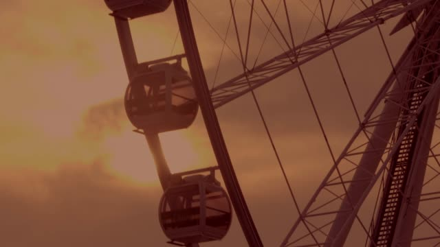cu : silhouette ferris wheel at sunset in evening - traditional festival stock videos & royalty-free footage