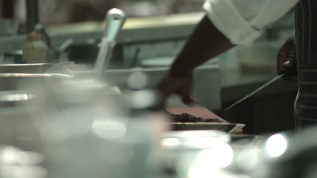 cu_chef cutting meat in kitchen - einzelner mann über 30 stock-videos und b-roll-filmmaterial