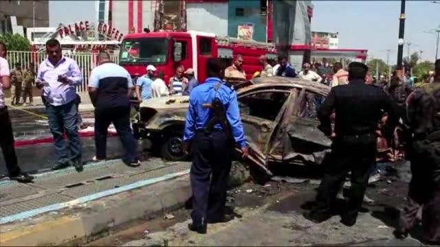 vídeos de stock, filmes e b-roll de cuatro atentados suicidas en bagdad y basora y disparos de obuses cerca de la capital dejaron el lunes 17 muertos y al menos 64 heridos - irak