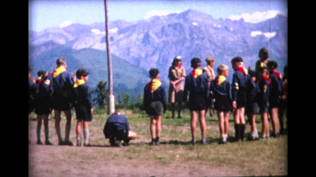 vidéos et rushes de 1964 cub scouts and girl scouts at french camp - guide