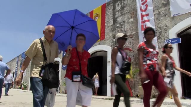 Cuba garantizo estabilidad para las inversiones extranjeras en turismo vitales para su economia y lideradas por firmas europeas dispuestas a dar la...
