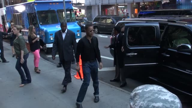 cuba gooding jr arrives at good morning america in new york ny on 8/15/13 - good morning america stock videos and b-roll footage