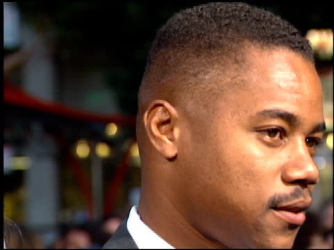stockvideo's en b-roll-footage met cuba gooding jr at the 'french kiss' premiere at grauman's chinese theatre in hollywood, california on may 1, 1995. - tcl chinese theatre