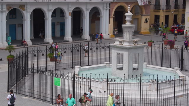 cuba tourism: fountain, which is considered a work of art,  at old plaza in old havana. the area is part of the historic center which is a unesco world heritage site - plaza vieja stock videos and b-roll footage