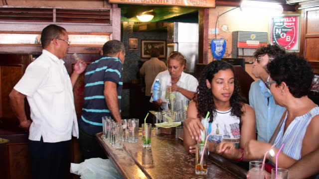 bodeguita del medio in old havana is one of the most iconic bars and one of the busiest tourist attraction in the cuban capital everyday scene... - キューバ点の映像素材/bロール