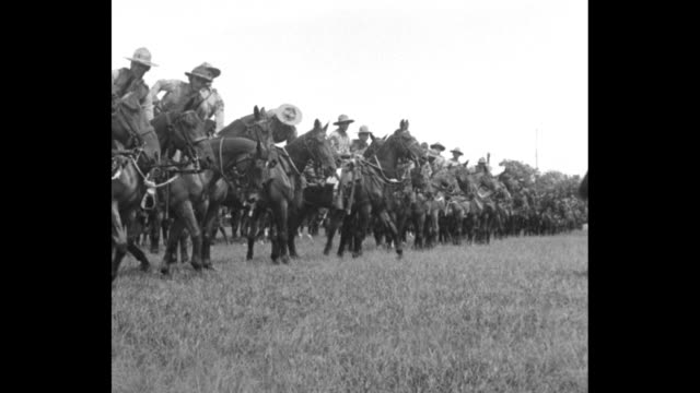 cuban cavalry / soldiers stow rifles on saddles and mount horses / cavalry on maneuvers - sattel stock-videos und b-roll-filmmaterial