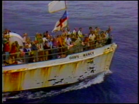 vidéos et rushes de cuban citizens arrive in the us aboard god's mercy - cuba