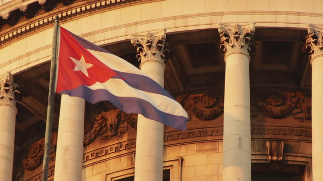 stockvideo's en b-roll-footage met cu cuban flag on capitolio / havana, cuba - cuba