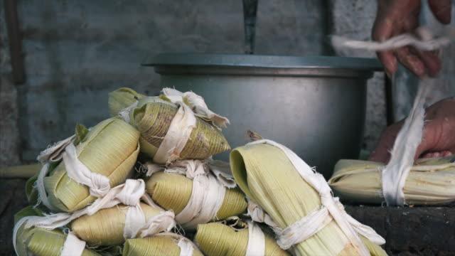 cuban housewife cooking tamale - kuba stock-videos und b-roll-filmmaterial