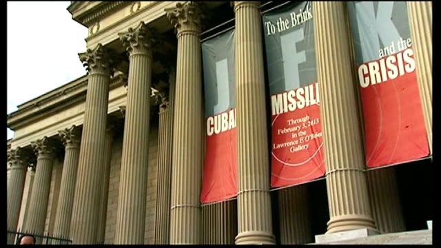 stockvideo's en b-roll-footage met 50th anniversary usa washington dc us national archives ext exterior of us national archives building with 'cuban missile crisis' banner across... - national archives washington dc