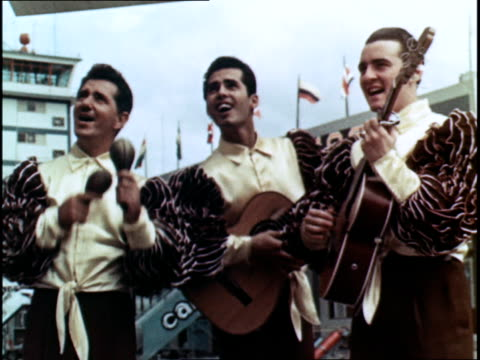 cuban musicians greeting tourists at the airport - propaganda stock-videos und b-roll-filmmaterial