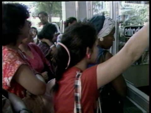 Cubans queue outside shops Havana 7 Dec 88