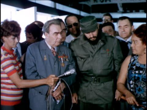 vidéos et rushes de cuba's july 26 museum commemorating the communist revolution / castro leads brezhnev through museum / newsreel of dead revolutionaries - révolution cubaine