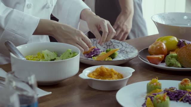 vídeos y material grabado en eventos de stock de arte culinario - mckyartstudio