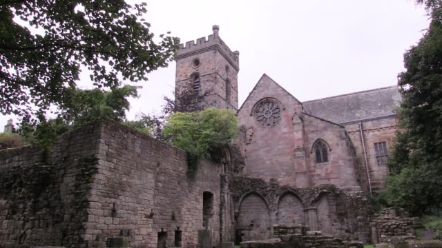 culross abbey, fife, founded in 1217. the monks at the time were of the cistercian order and there had been a christian settlement in the area since... - 俳優 マイケル・ケイン点の映像素材/bロール