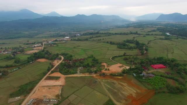 cultivated land / vang vieng, vientiane, laos - 農家の家点の映像素材/bロール