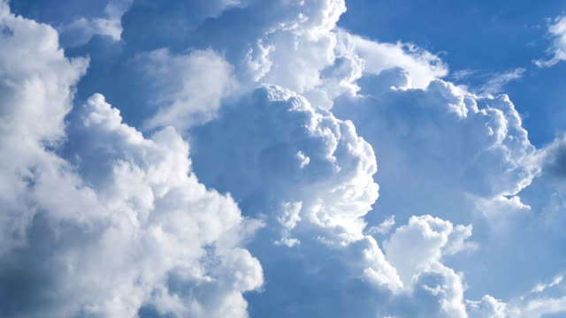 cumulonimbus cloud moving timelapse. - nuvole video stock e b–roll