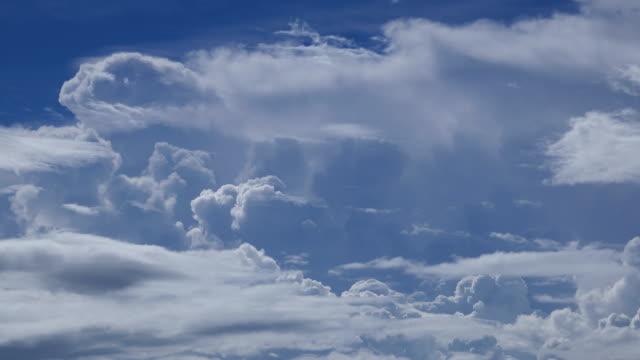 4K: laps de temps de nuages Cumulonimbus