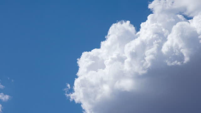 T/L WS Cumulus clouds moving across blue sky / Sedona, Arizona, USA