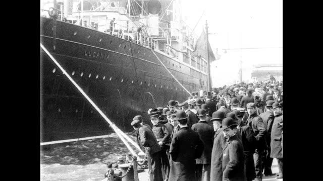 vídeos de stock e filmes b-roll de 1901 cunard mail steamer lucania leaving for america - liverpool inglaterra