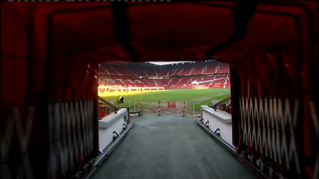vidéos et rushes de crawley town team arrive at old trafford; int/ext track along tunnel to pitch as seen from point of view of a footballer / shot repeated - tunnel