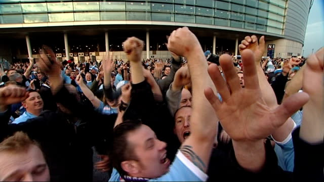 stockvideo's en b-roll-footage met fa cup final date moved to accommodate champions league final 1642011 wembley stadium ext various views of singing manchester city fans celebrating... - fa cup