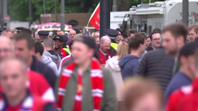 stockvideo's en b-roll-footage met fans arriving england london wembley stadium ext general views crystal palace and manchester united fans along outside stadium / general views... - fa cup