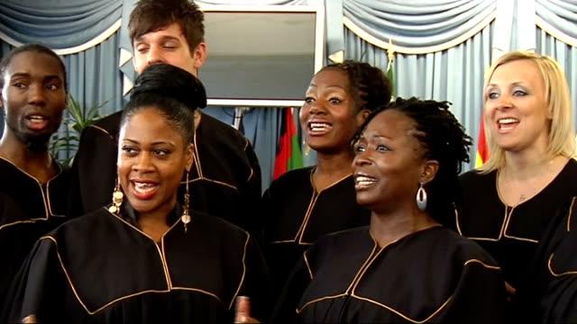 stockvideo's en b-roll-footage met fa cup final preview int general views and close ups of gospel choir singing 'abide with me' sot - gospelmuziek