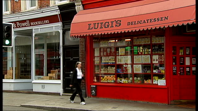 stockvideo's en b-roll-footage met ext reporter to camera as holding fa cup trophy chelsea chelsea flag flapping in wind exterior of luigi's delicatessen shop food laid out in... - fa cup
